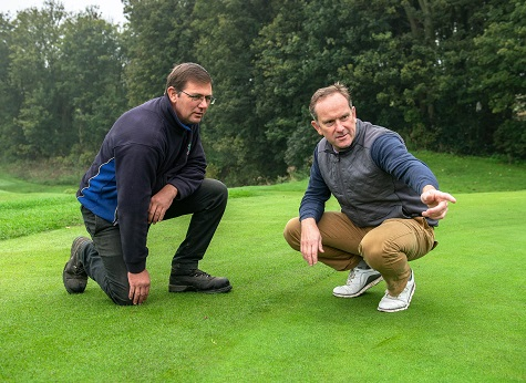Greg Evans (right) with Richard Elderfield, Head Greenkeeper at Sandy Lodge GC. (Photo: Andy Hiseman)